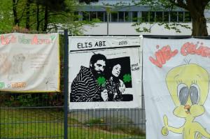 Elis Abi Plakat aufgehängt